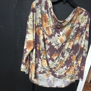 Large knotted front My Story boutique shirt
